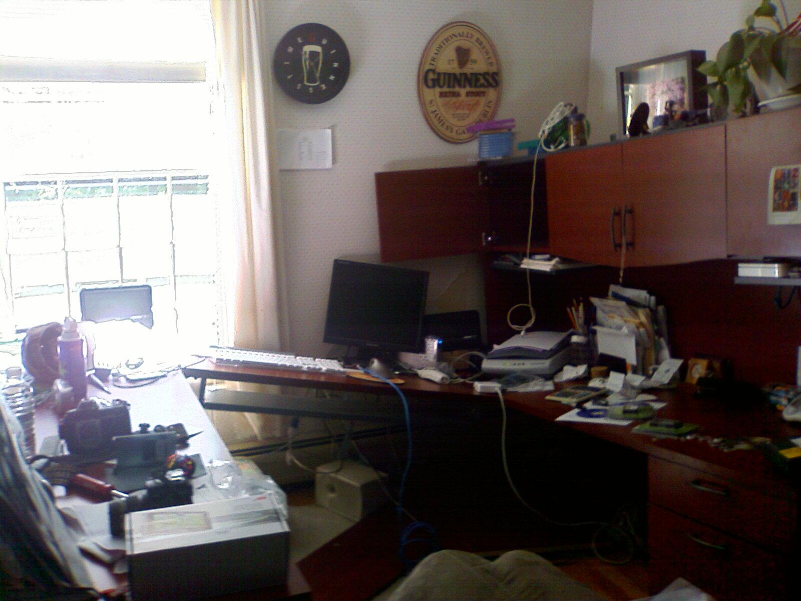 desk dibacle